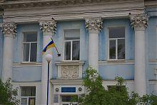 Завершення порталу центрального входу колишнього будинку купця Карастоянова в Бердянську