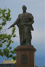 Фигура генерал-губернатора М.С. Воронцова бердянского памятника