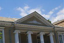Центральний фронтон колишнього будинку міського голови В.Е. Гаєвського в Бердянську
