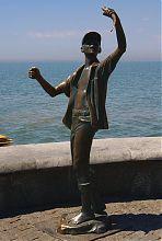 Памятник рыбачку (детству) в Бердянске