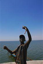 Пам'ятник дитинству (хлопчику-рибалці) в Бердянську