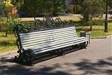 Скамья на аллее бердянского Приморского парка