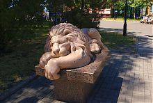 """Скульптура """"Лев"""" бердянского приморского сквера"""