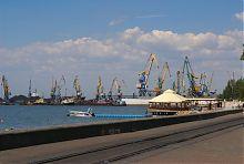 Причали морського порту в Бердянську