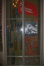 Экспонаты зала Второй мировой войны в музее Гуляйполя
