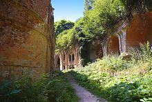 Северная часть внутреннего коридора крепости в Тараканове