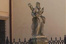 Святий біля бічного фасаду Латинського кафедрального собору у Львові