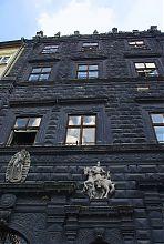 Центральный фасад Черной каменицы (Львове, пл. Рынок 4)