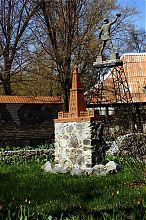 Олександрійський маяк і Колос Родоський залізниці в Докучаєвську