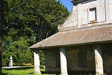 Колонний портик центрального входу заїжджого двору в Підгірцях