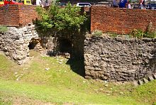 Фрагмент низькою стіни львівських міських укріплень