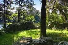 Старая каменная стена в парке Терещенко Андрушевки