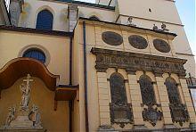 Зовнішній (північний) фасад львівської каплиці Кампіанів