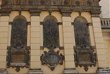 Сюжетные библейские горельефы часовни-усыпальницы Кампианов
