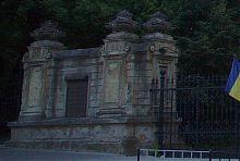 Портал воріт львівського палацу Сапегів