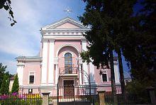 Центральний фасад костелу святої великомучениці Варвари в Бердичіві