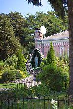 Грот Божьей Матери Бердичевской возле храма святой Варвары