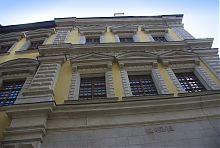Бічний фасад кам'яниці Бандінеллі (музею пошти на ринковій площі)