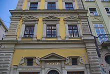 Центральний фасад палацу-кам'яниці по Ринковій площі 2 у Львові