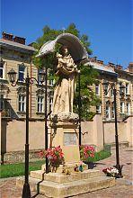 Статуя святого Антония Падуанского возле одноименного костела во Львове