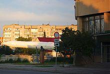 Ракета Р-58 і пам'ятник Корольову біля музею космонавтики в Житомирі