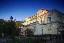 Северо-западный угол бывшего здания житомирского театра (филармония)