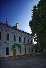 Бічний вхід ратуші в Житомирі