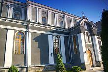 Південний фасад костелу блаженного Яна з Дуклі житомирського монастиря францисканців