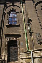 Центральний вхід Грецької ставропігійного церкви Львова