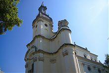 Дзвінниця центрального фасаду львівського Троїцького костелу