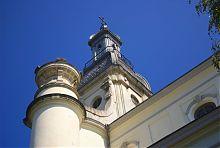 Південна вежа центрального фасаду львівського Троїцького костелу
