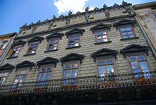 Два верхних яруса дворца Корнякта с Итальянским двориком в середине