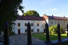 Внутрішній двір капітулу монастиря шариток в Луцьку