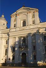 Центральная часть главного фасада иезуитского костела Луцка