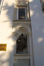 Фигурка святого на фасаде Петропавловского собора