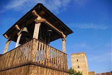 Дзвіниця з древнім дзвоном Іоанобогословського храму