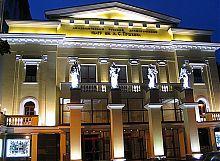 Вечірній фасад харківського Театру російської драми ім. О.С.Пушкіна