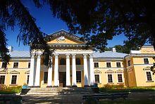 Центральный фасад верховнянского дворца