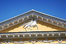 Горельеф центрального фронтона дворца в Верховне