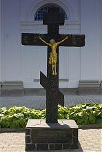 Памятный крест в честь 2000-летия Рождества Христова в Дермани