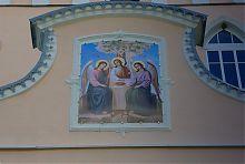 Свята Трійця над входом дерманського жіночого монастиря