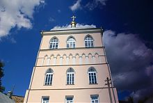Въездная башня дерманской крепости-монастыря