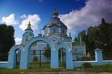 Головна брама дерманського храму Святої Трійці