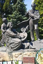 Центральная композиция памятника Шевченко в Дубно