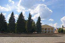 Центральный фасад дубенского Контрактного дома