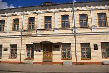 Западный фасад Дома контрактов в Дубно