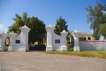 Въездной портал бывшего дубенского кармелитского монастыря