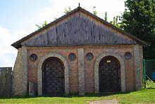 Древнее здание на территории замка Острожских/Любомирских в Дубно