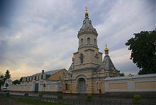 Юго-западный фасад Троицкого монастырского комплекса в Корце