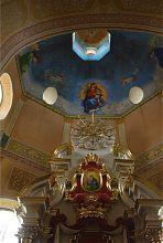 Центральний вівтар корецького костелу Успіння Діви Марії